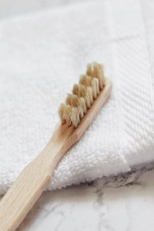 Szczoteczka do zębów biodegradowalna w 100%