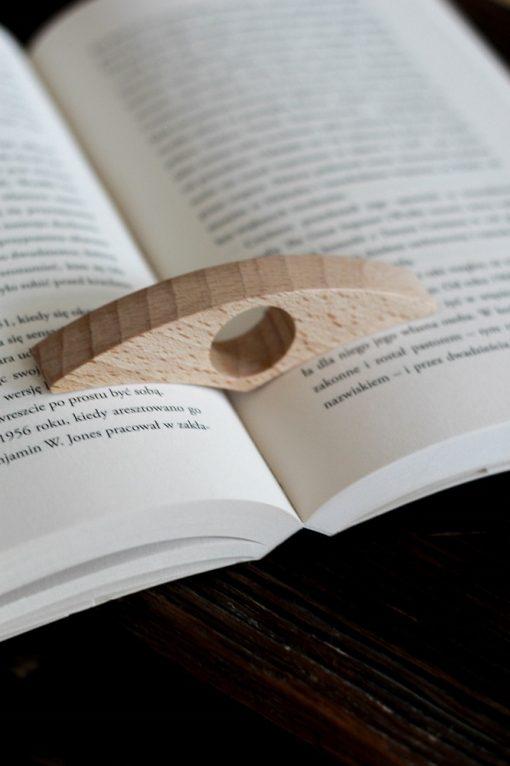 drewniany holder do książki