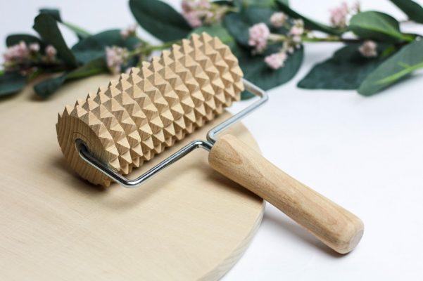 drewniany masażer do ciała